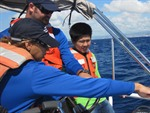 Students Track A Buoy Drifting Near the Hawaiian Islands